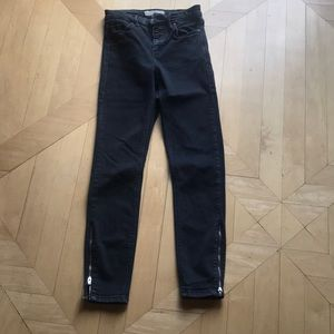 Black Jeans with zippers on the leg